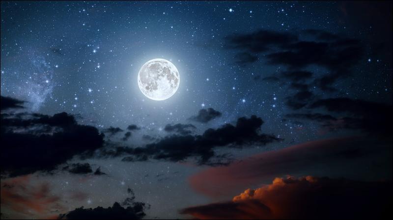 Le centre de la Lune se situe à une distance d = 3,8 X 10^8 m du centre de la Terre.Données : *Masse de la Terre : m = 5,97 X 10^24 kg..................*Masse de la Lune : m = 7,35 X 10^22 kg- La valeur de la force d'attraction gravitationnelle F est d'environ :