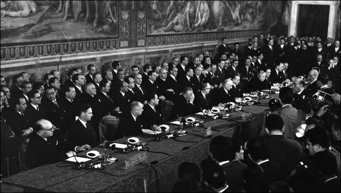 Quels sont les 6 États ayant signé le traité de Rome en 1957 afin de créer la CEE ?
