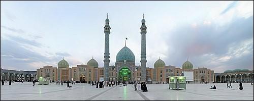 Ville iranienne de 1 million d'habitants, l'une des villes saintes du chiisme :