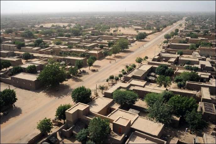 Ville africaine, au Mali, située sur le fleuve Niger :