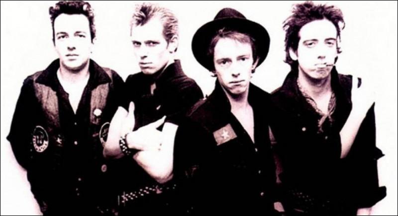 Quel groupe se demandait ''Should I Stay or Should I Go'' en 1982 ?