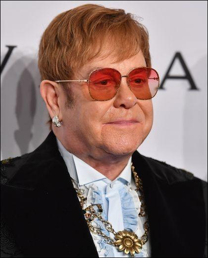 Elton John a chanté ''Empty Garden (Hey Hey Johnny)'' en hommage à son ami John Lennon assassiné à New York en 1980. Quel est le nom de son meurtrier ?