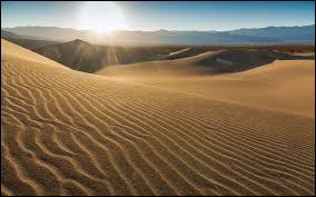 Le sable est composé de dioxyde de silicium connu sous la formule chimique ...