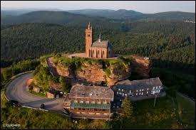Je vous propose de partir dans le Grand-Est, à la découverte de Dabo. Commune de l'ancienne région Lorraine, connue pour son rocher sur lequel se trouve la chapelle Saint-Léon, elle se situe dans le département ...