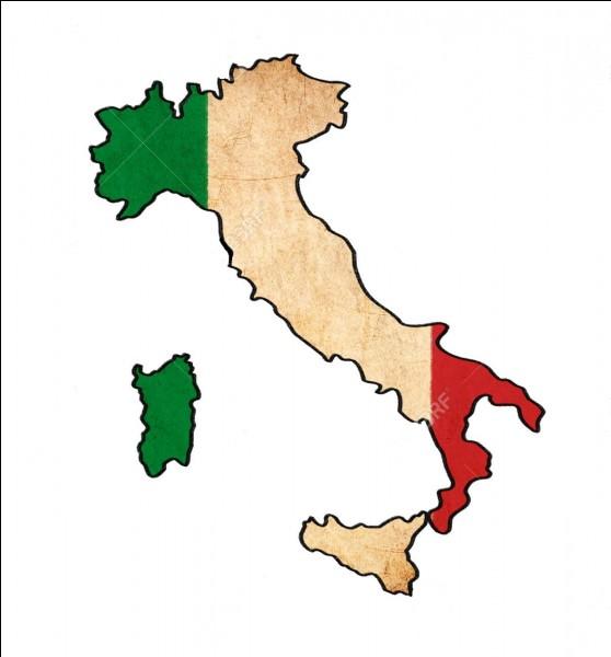 À côté de quelle grande ville se trouve Pompéi ?