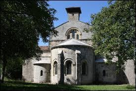 Nous sommes à présent en Auvergne-Rhône-Alpes devant l'église Saint-Pierre de Marnans. Commune de l'arrondissement de Vienne, elle se situe dans le département ...