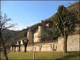 Village Haut-Alpin, Montmaur se situe en région ...