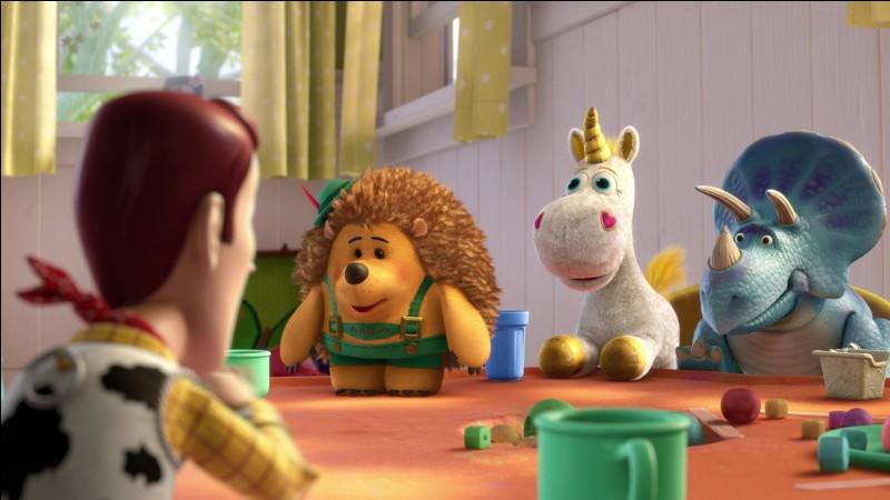 """Dans le film d'animation """"Toy story 3"""", comment s'appelle la licorne en peluche qui se lie d'amitié avec Woody ?"""