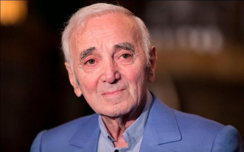 """Complétez les paroles de Charles Aznavour dans """"Comme ils disent"""". """"J'ai un numéro très spécialQui finit a nu intégralAprès strip-teaseEt dans la salle je vois que...""""."""
