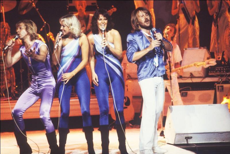 Quel est le titre de la chanson du groupe suédois Abba qui remporta l'Eurovision 1974 ?