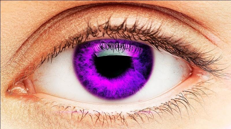 De quelle couleur sont ses yeux ?
