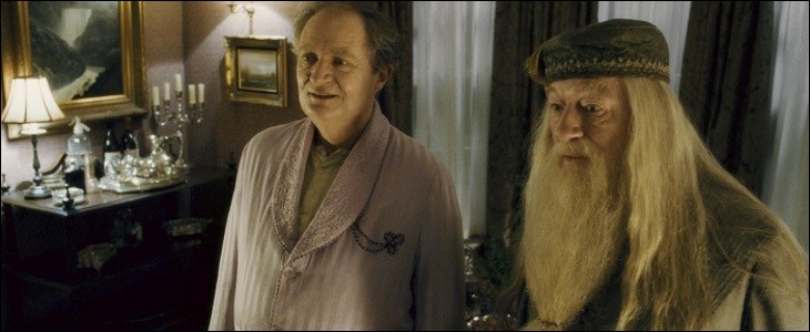 Quand Dumbledore et Harry vont chercher le professeur Slughorn, ils retrouvent sa maison sens dessus dessous. Et le professeur...