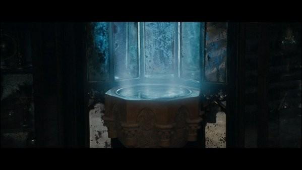 Quand Harry et Dumbledore voyagent dans la Pensine, ils se trouvent dans la mémoire de Bob Ogden qui rencontre les Gaunt. Qui sont-ils ?