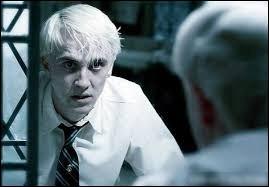 Quel sort Harry lance-t-il contre Draco Malfoy dans les toilettes, et qui est témoin de l'affrontement ?