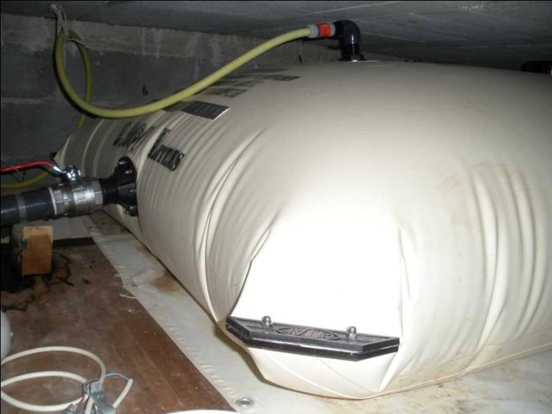 Ce réservoir a une capacité de 10 000 litres d'eau ! Nous en avons deux. Combien y a-t-il de litres d'eau en tout ?