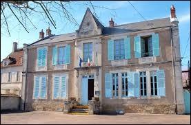 Nous commençons notre balade en Bourgogne-Franche-Comté, à Billy-sur-Oisy. Village de l'arrondissement de Clamecy, il se situe dans le département ...