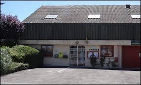 Village d'Auvergne-Rhône-Alpes, dans les Basses Marches du Bourbonnais, Le Pin se situe dans le département ...