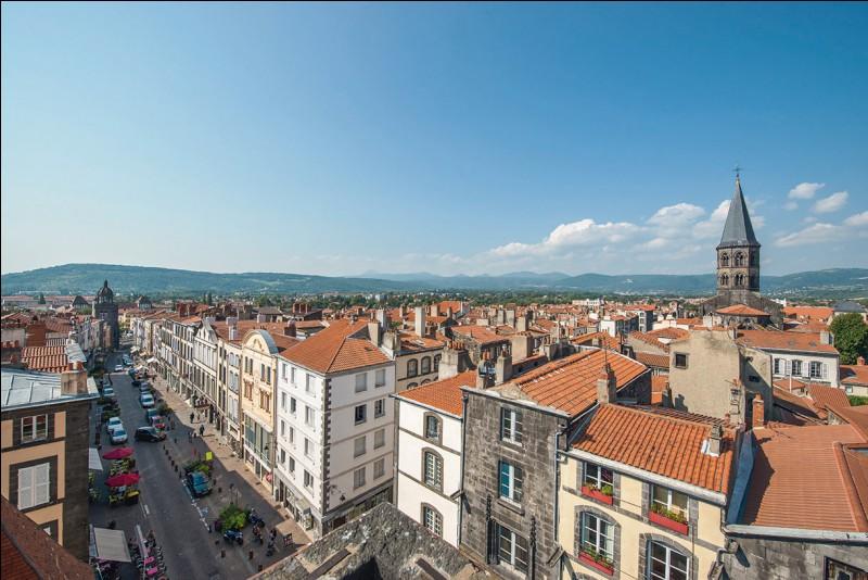 Ville française, en Auvergne :