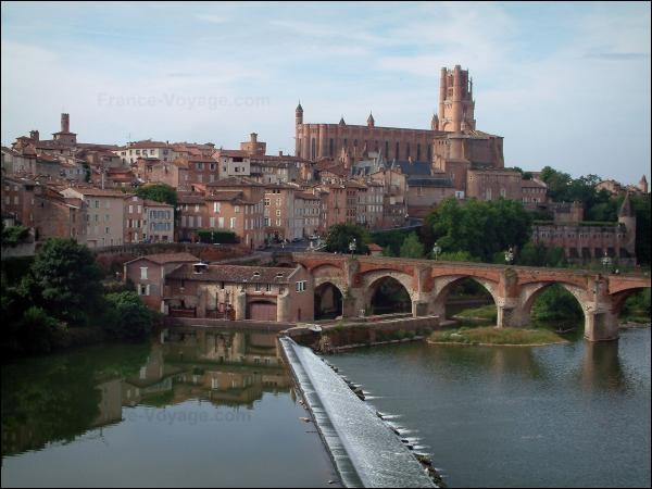 Ville du sud ouest de la France, traversée par le Tarn :
