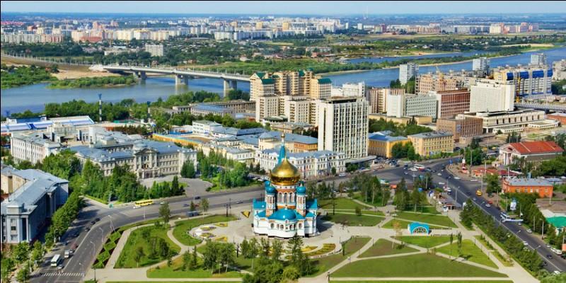 Ville de Russie, située sur l'Irtych, la seconde ville de Sibérie avec 1,2 million d'habitants :