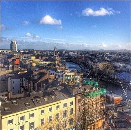 Ville portuaire d'Irlande, dans le sud-ouest du pays :