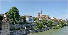 Grande ville de Suisse, sur le Rhin :