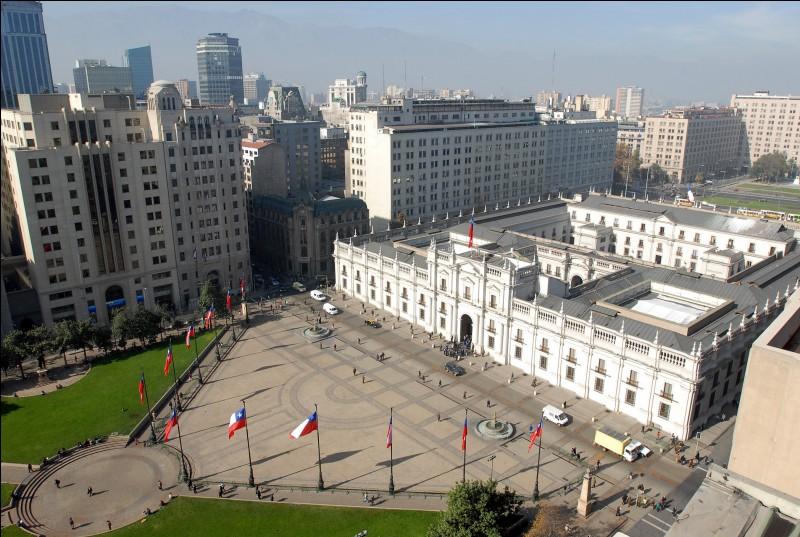 """Cette capitale sud américaine possède un palais présidentiel qui s'appelle """"La Moneda""""."""
