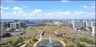 La capitale de ce pays fut construite durant les années 50.