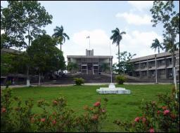 Ce petit pays, ayant comme capitale Belmopan, était appelé le Honduras britannique jusqu'en 1981.