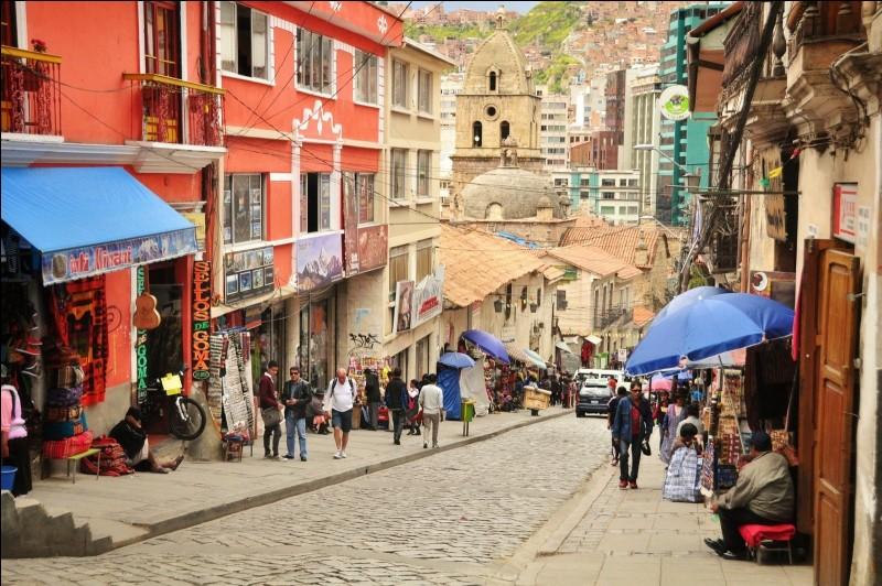Cette capitale andine est la plus haute du monde.