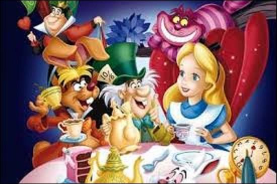 Sorti dans les salles en 1951, ''Alice aux pays des merveilles'' est le treizième classique d'animation des studios Disney. Réalisé à partir d'un roman publié en 1865, il n'était lors de sa première écriture pas destiné aux enfants. Quel romancier, essayiste, photographe amateur et professeur de mathématiques britannique a écrit cet ouvrage ?