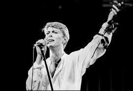 Où David s'exile-t-il entre 1976 et 1979 ?