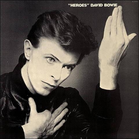 """Quel titre ne fait pas partie de l'album """"Heroes"""" sorti en 1977 ?"""
