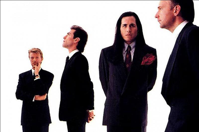 Comment s'appelle le groupe de hard rock fondé en 1989 par David, Reeves Gabrels, Tony et Hunt Sales ?