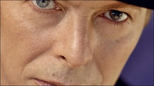 Qu'est-ce qui est à l'origine de l'accident qui lui causa ce problème de pupille perpétuellement dilatée ?
