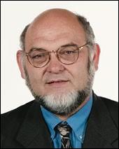 Homme politique, candidat du PCF à l'élection présidentielle en 1995 puis en 2002 :
