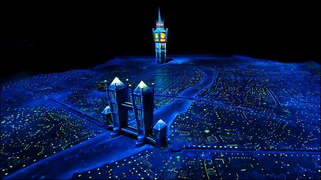 Dans quelle attraction pouvons-nous survoler Londres ?