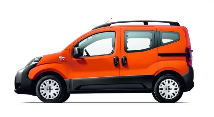 Ce jour-là, le chef des créatifs (Ndlr : se sont les mecs qui se crêpent les cheveux pour trouver un truc nouveau...) avait la migraine... Comment se nomme cette Renault Nemo ?