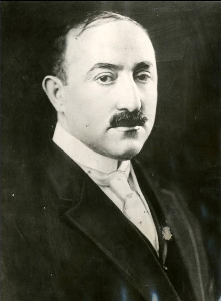 Il a créé, en 1915, une des plus grandes sociétés de production cinématographique :