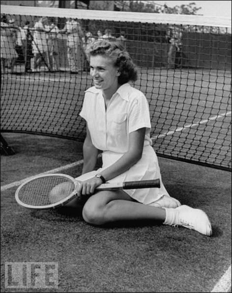 Joueuse de tennis américaine qui a remporté remporté dix-sept titres du Grand Chelem entre 1951 et 1957 :