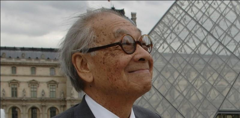 Architecte aux nombreuses réalisations internationales, dont la Pyramide du Louvre :