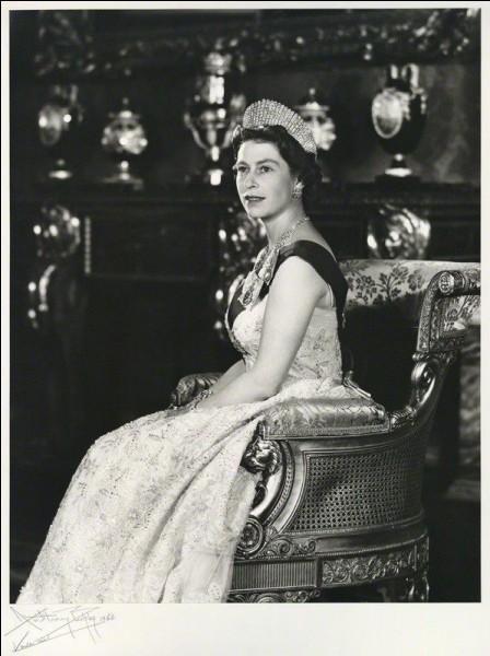 Pour quelle raison la reine n'assista-t-elle pas à l'ouverture du Parlement en 1960 et en 1964 ?