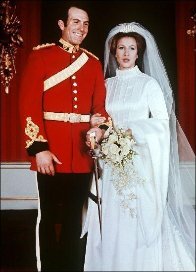 Le 14 novembre est décidément spécial pour la reine ! En 1973, elle fut comblée par le mariage de sa fille unique. Qui épousa-t-elle ?