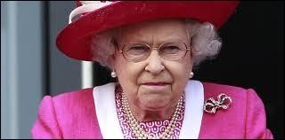 Par qui la reine fut-elle reveillée le 9 juillet 1982 ?