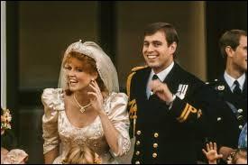 Le 23 juillet 1986, la reine accueillit dans sa famille une sulfureuse rousse. Quel est le nom de celle-ci ?