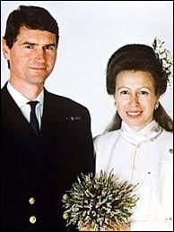 Parmi les enfants de la reine cités, lequel divorça en 1992 ?