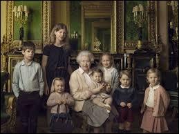 En 2010, la reine devint arrière-grand-mère pour la première fois. Quel est le prénom de la fille aînée de Peter Phillips ?