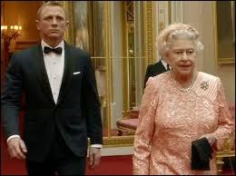 En 2012, la reine célébra son jubilé de diamant. Une compétition sportive majeure fut, cette année-là, organisée par l'Angleterre. Laquelle ?