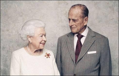 En 2017, la reine et le duc d'Edimbourg célébrèrent leur anniversaire de mariage. Lequel ?
