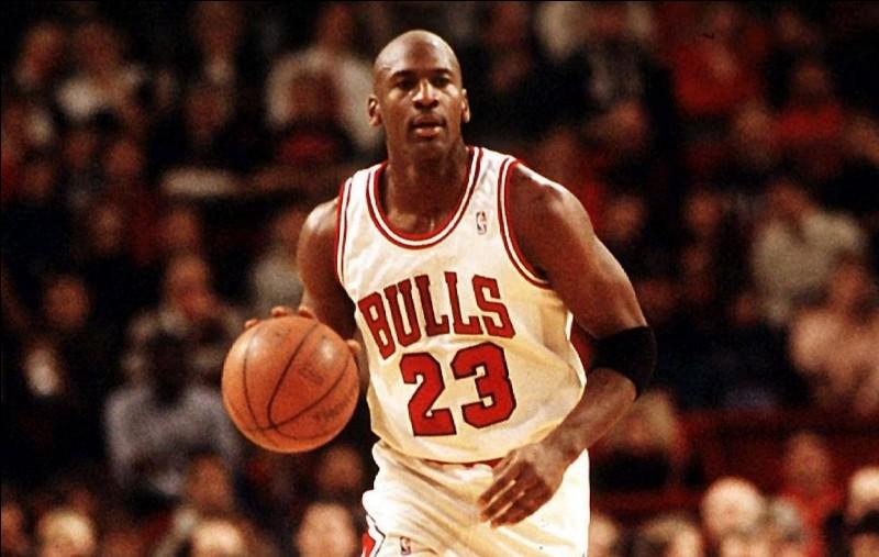 Avec quel club, Michael Jordan a-t-il clôturé sa carrière ?